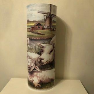 Lamp molen op Texel met schaap en lammetjes